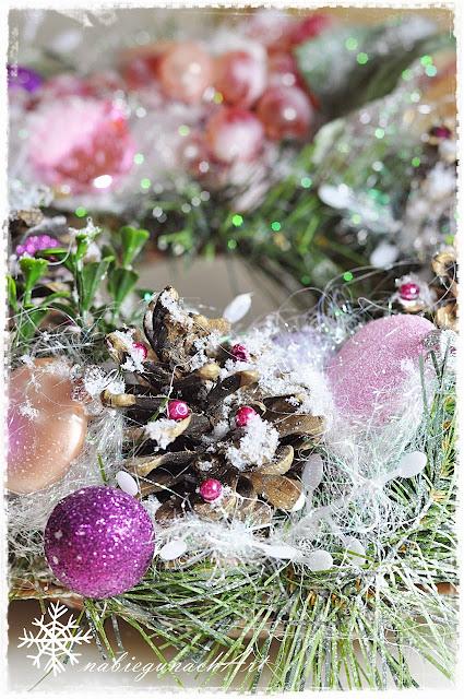 Świąteczny wianuszek różowo fioletowy