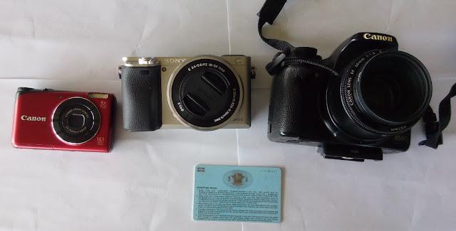 Perbandingan ukuran Sony A6000, Canon EOS 450D, Canon Ixus PowerShot A2200 dan SIM A