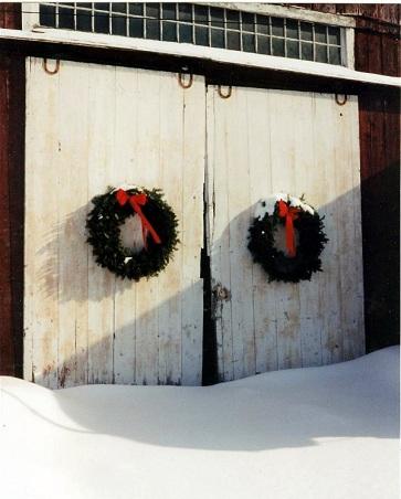 3 Exterior Holiday Decorating Ideas