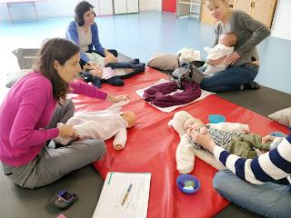 Session de massages pour bébés avec Patricia Janvier à la Maison de la Famille de Courbevoie