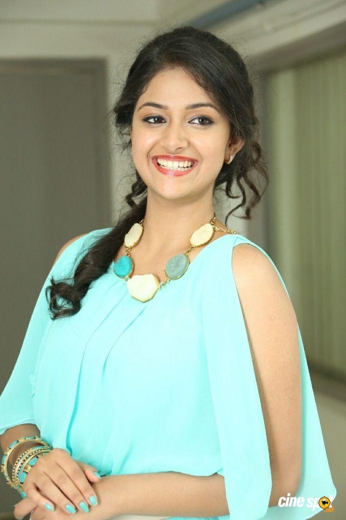 Actress Keerthi Suresh latest Hot Photos, saree still and sexy Navel images