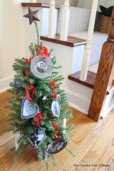 Handmade Gift:  Family Tree Ornaments -- show you loved ones that you care this holiday season with some handmade Christmas ornaments.