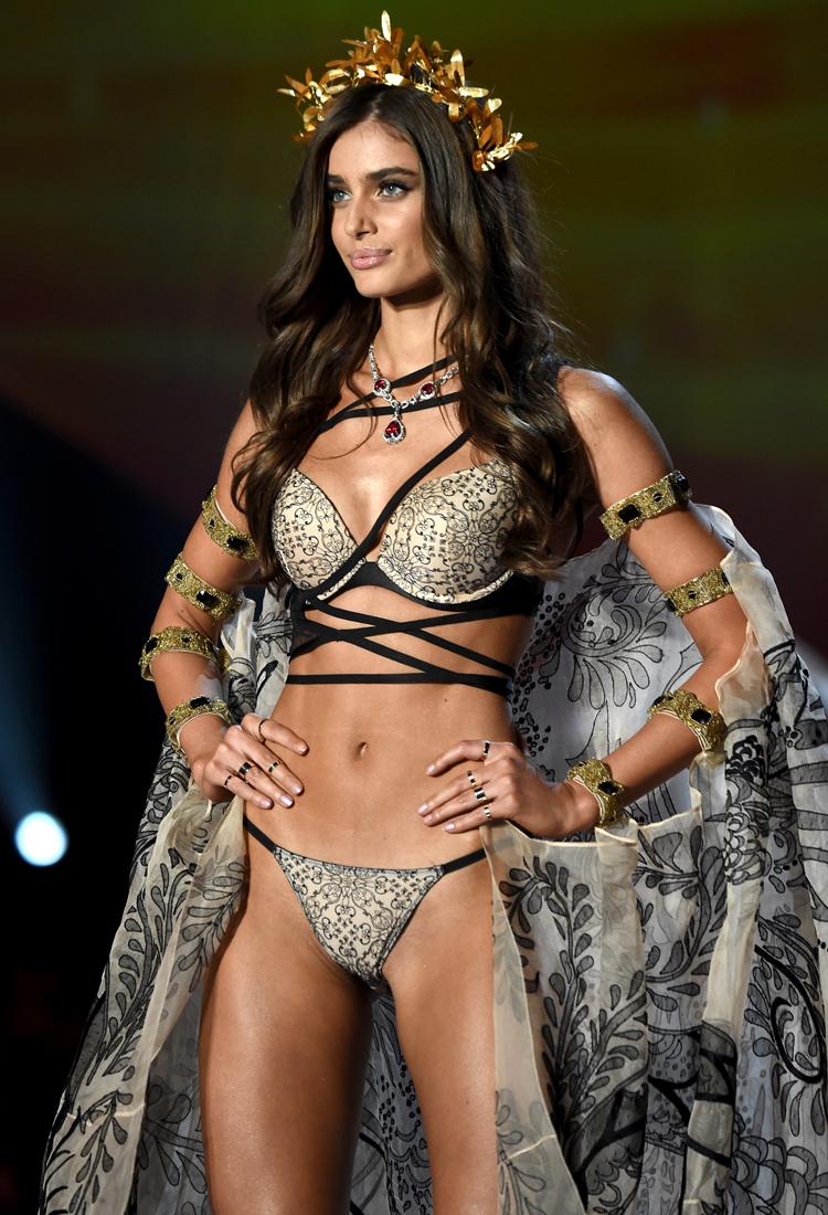 Victoria's Secret 2017 İhtişamlı Defilesi