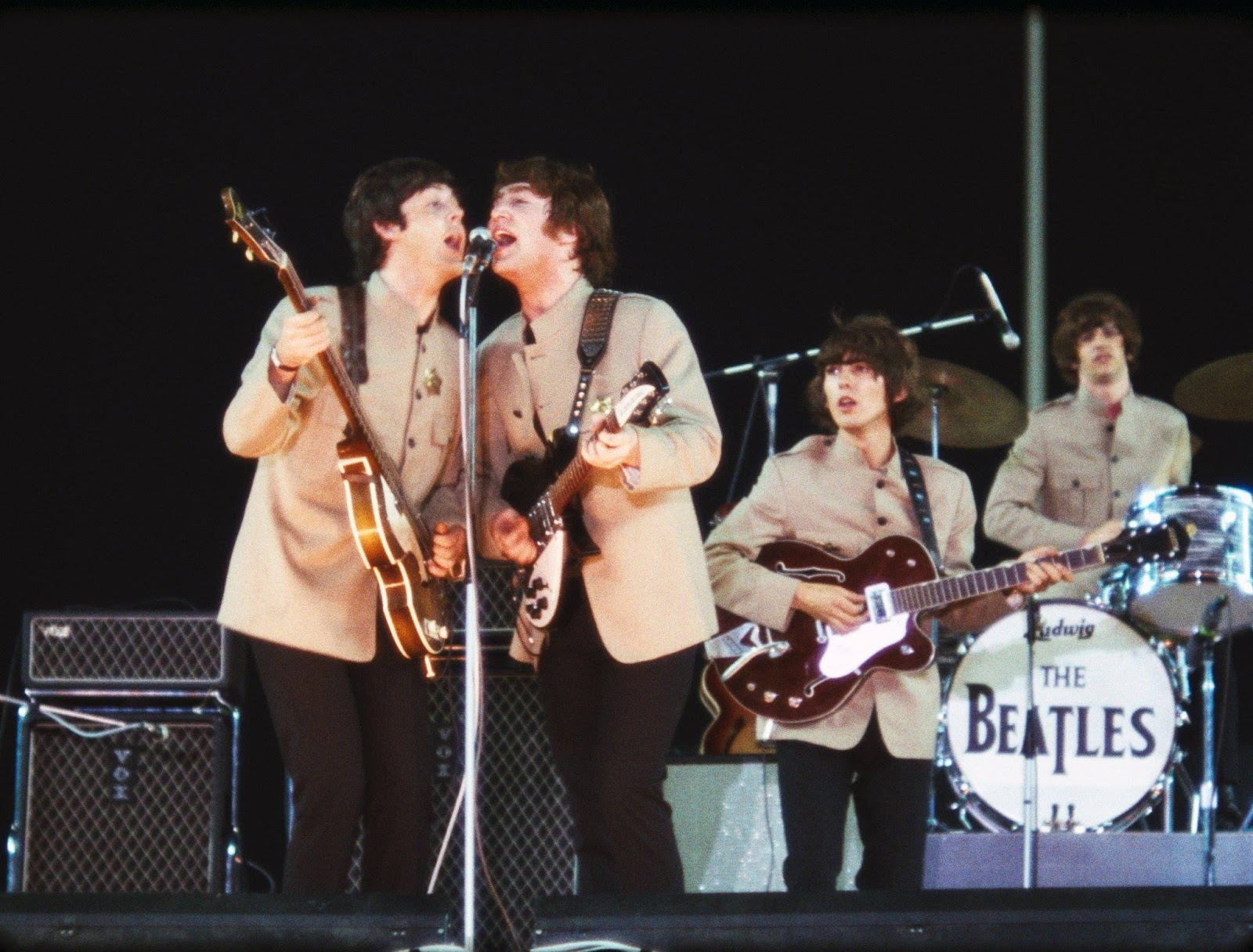 Gmail themes beatles - The Beatles On Stage At Shea Stadium August 1965
