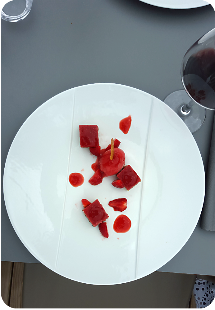 Dessert rund um die Erdbeere im im  La Maison du Douanier, Saint-Christoly-Medoc | Arthurs Tochter Kocht von Astrid Paul