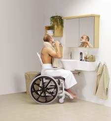 Aseo a dependientes: cómo debe ser el cuarto de baño