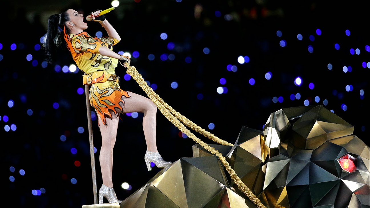 Katy Perry em chamas no intervalo do Super Bowl