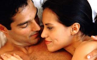 suami istri making love