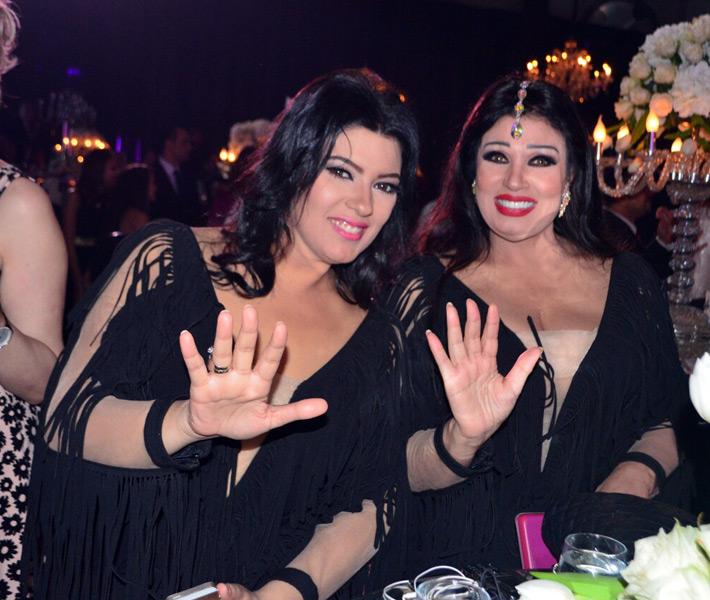 فيفي عبده تفاجيء الجميع وترقص في حفل زفاف ابنه أحمد صيام !