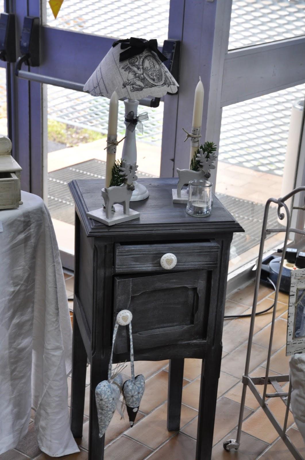 bienvenue au clos de juliette ancienne table de chevet. Black Bedroom Furniture Sets. Home Design Ideas