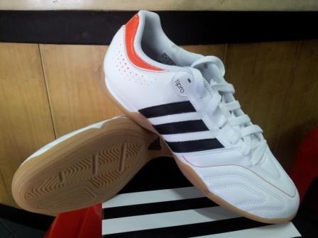 bb1ddb26d Sepatu Unik: Sepatu Futsal Adidas 11Questra White/Black/Orange