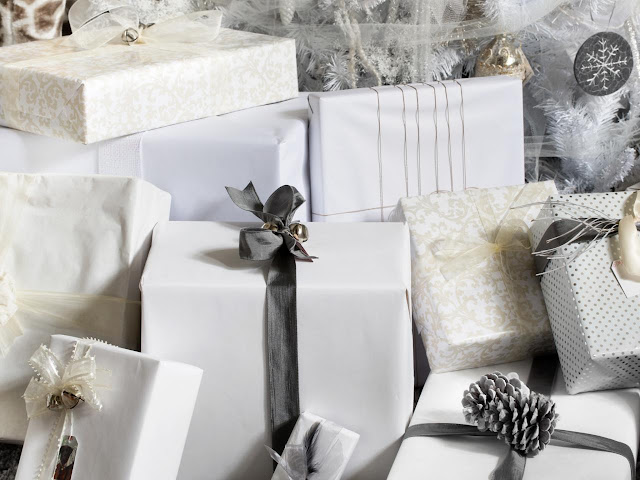 white-gift-wrap-holiday-gifts-christmas-beautiful-wrapped-packages