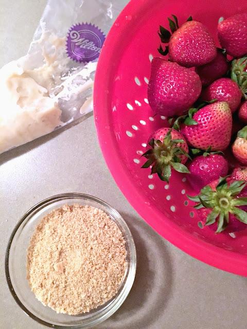 How to make Cheesecake stuffed chocolate covered strawberries, Video to make cheesecake stuffed strawberries, Wente Vineyards, Wente Wine, Livermore Wine, California Chardonnay, #LoveOfTheJourney