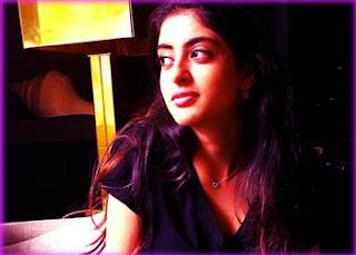 'কালা চশমা' লুকে নভ্যা নভেলি নন্দা! Navya Naveli Nanda
