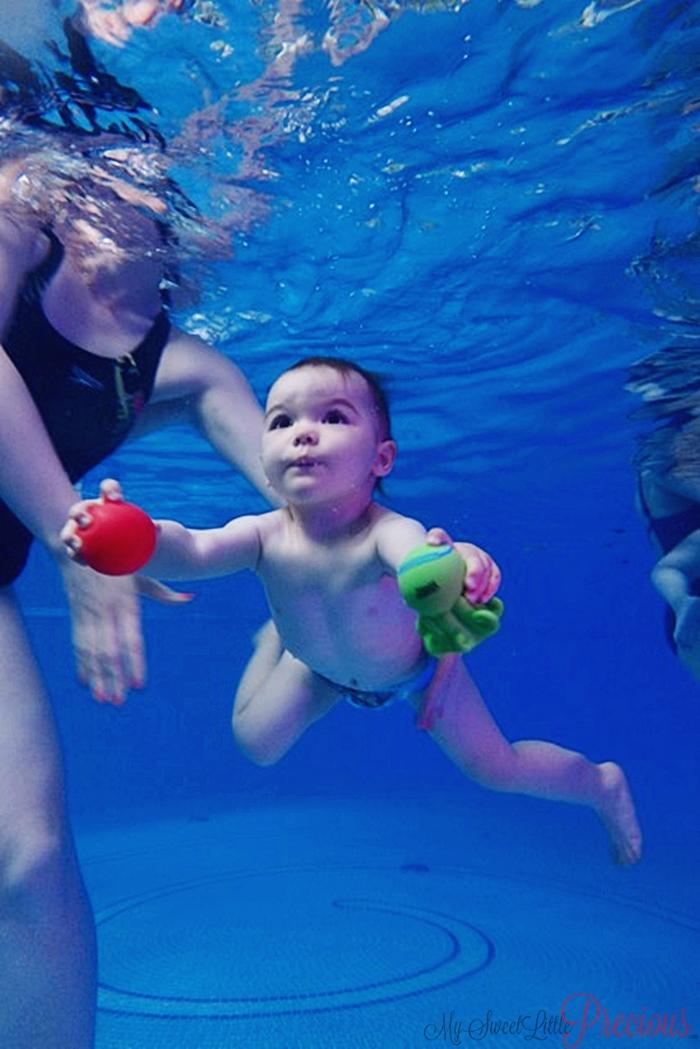 dziecko na basenie