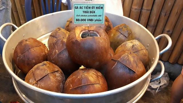 Lạ lùng món gà ác tiềm ớt hiểm trái dừa