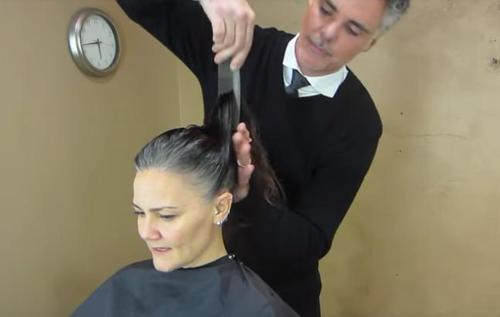 This Woman Was Tired Of Hair Coloring, So She Decides To Transform Her Look