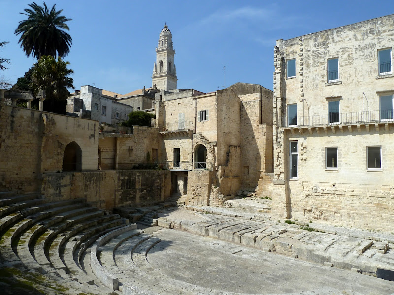 Römisches Theater in Lecce bei Tageslicht (Apulien)