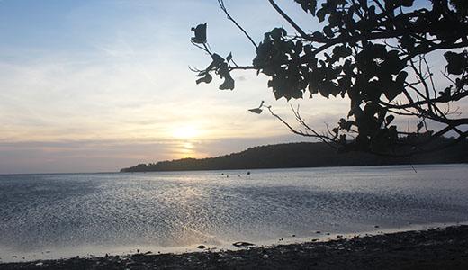 Pantai Kuburan Panjang, Gresik