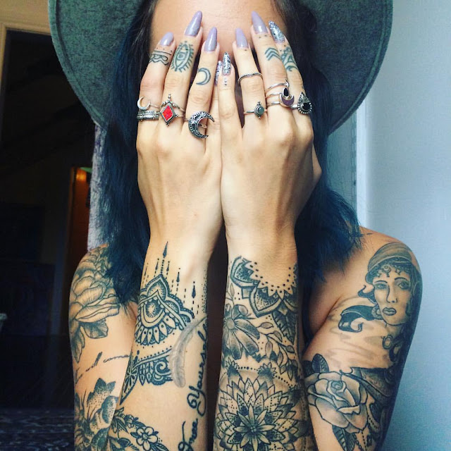 29 Super Sexy and Super Cute Feminine Tattoos