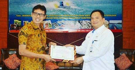 Tandatangani MoU, Gubernur Irwan Sebut Potensi Kelautan dan Perikanan Sumbar Sangat Besar