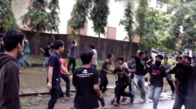 Bentrok Mahasiswa Universitas Riau, Puluhan pegawai PT Perkebunan Nusantara V Terkurung di Aula Fisipol