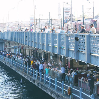Berjalan Kaki Merentasi Galata Bridge Istanbul Menuju Spice Market