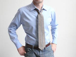 corbata con cierre o zipper.