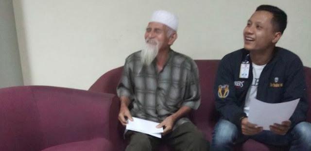 Kakek Jenggot Putih ke Pramugari: Boleh Saya Bawa Bom, Saya Teroris