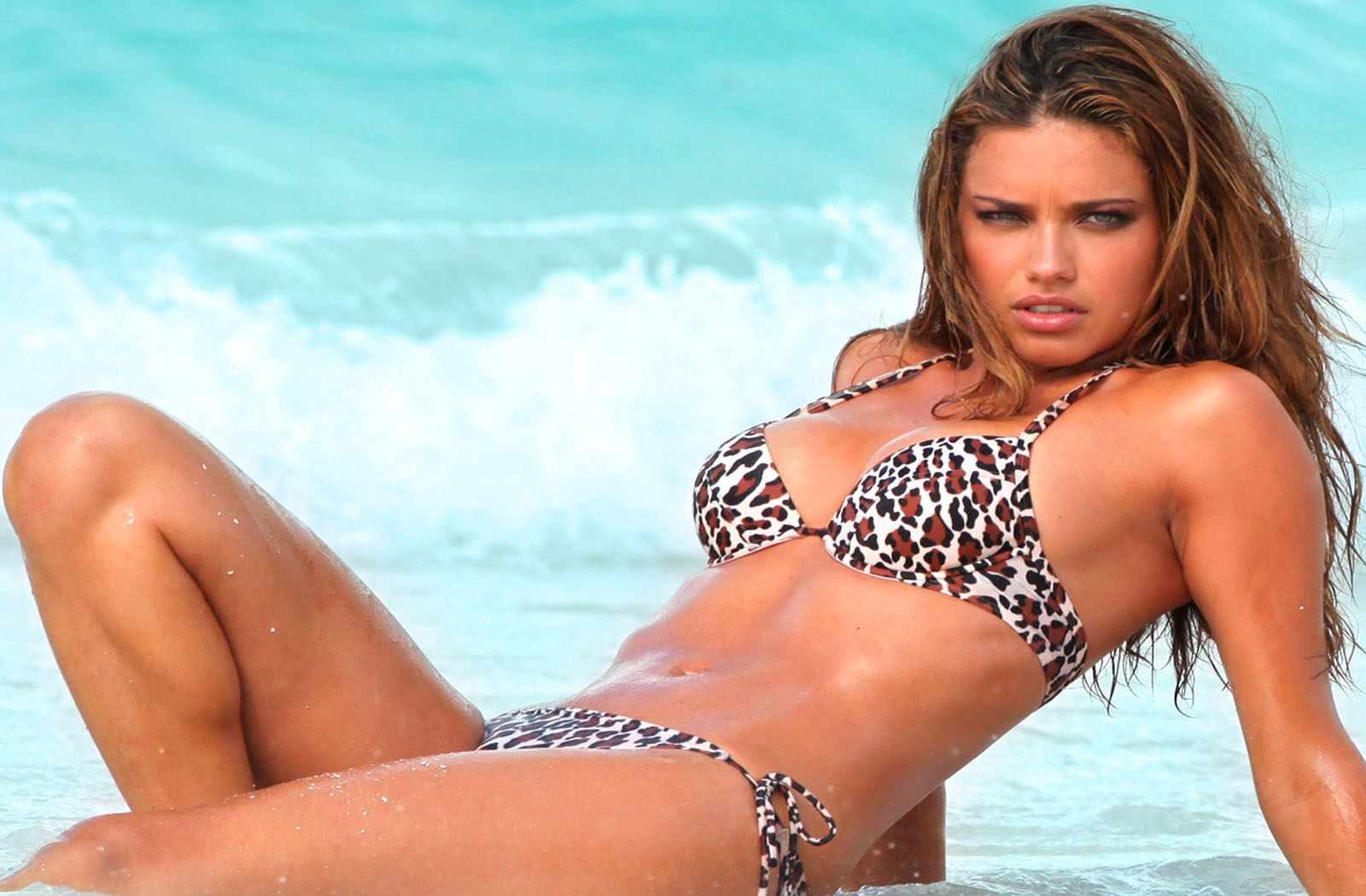 Adriana lima 2012 victoria039s secret beach bombshell advert 9