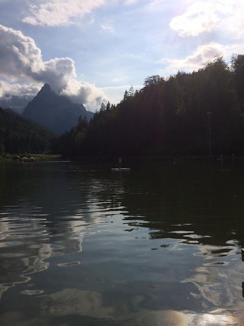 Sommerabend am Riessersee, Garmisch-Partenkirchen, Bayern - Sommerurlaub im Riessersee Hotel - Sommer am See