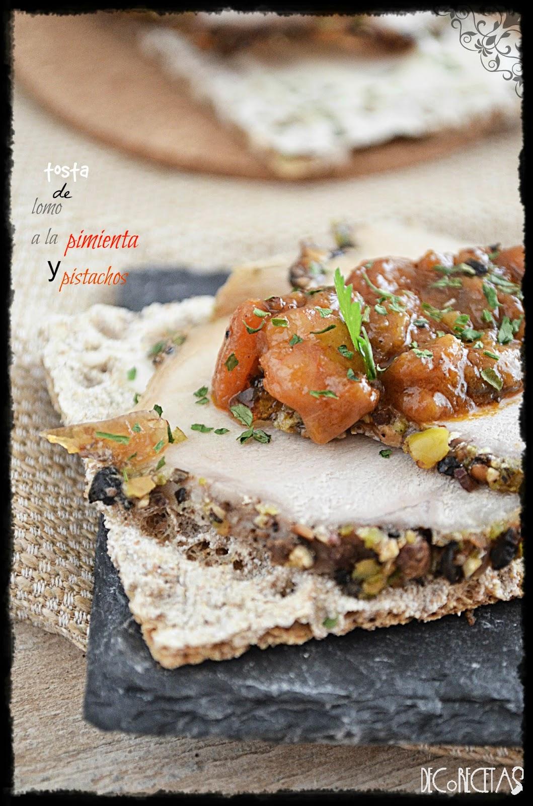 Tosta de lomo a la pimienta y pistachos