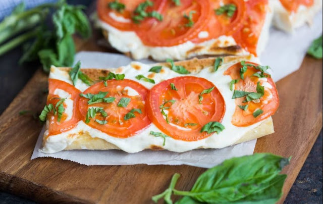 Tomato Basil Mozzarella Toasts #appetizer #gamaeday