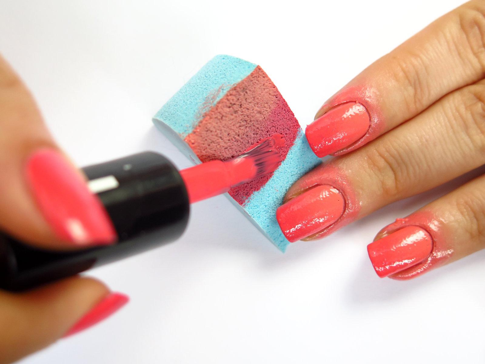 czerwony lakier koralowy ciepły odcień piękny najlepszy rimmel