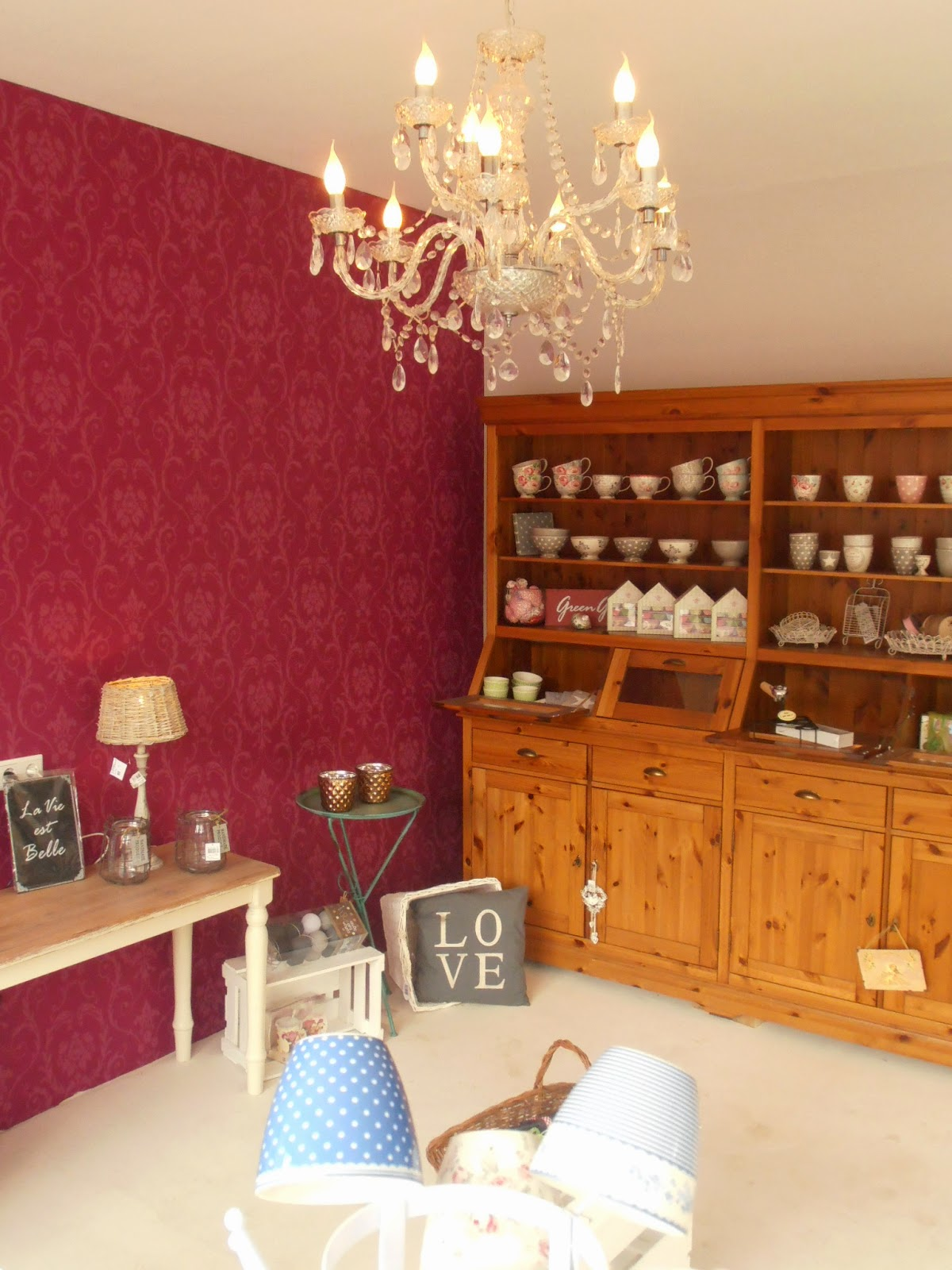 sweet home rosa lia m bel wei streichen im shabby chic. Black Bedroom Furniture Sets. Home Design Ideas