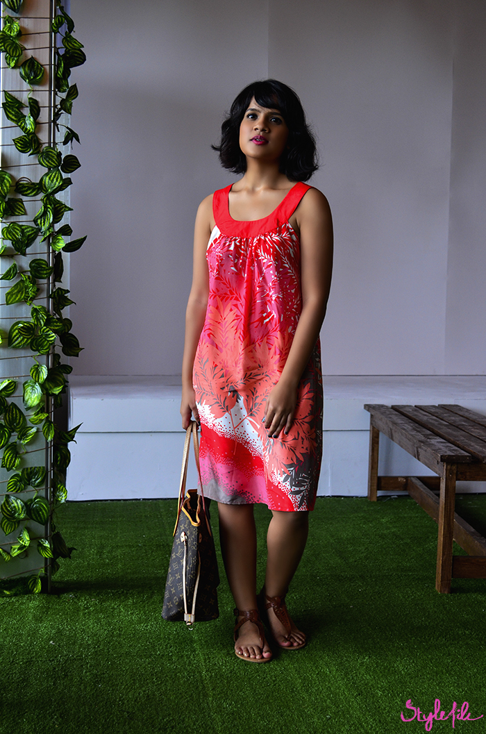 Dayle Pereira shows off her street style at Lakme Fashion Week in a printed silk dress, tan thong sandals and louis vuitton neverfull bag
