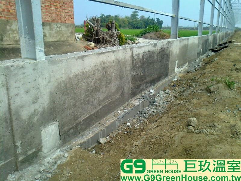 10.圓鋸鋼骨加強型溫室結構,擋土牆包覆H鋼支柱完成外觀