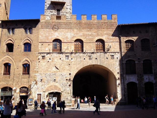 plaza de San Gimignano en la Toscana