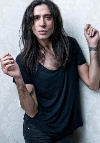 Foto de Mario Vaquerizo con cabello largo