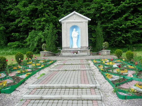 Гошев. Скульптура Богородицы у подножия Ясной горы