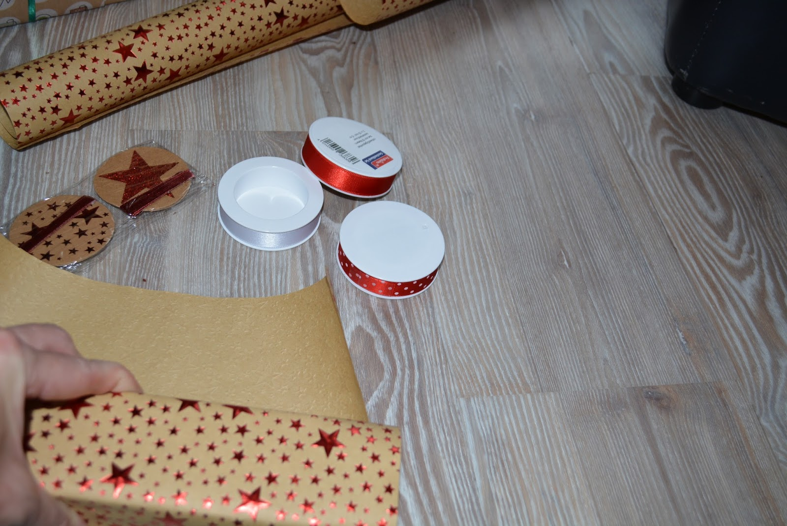 shoushous shades of shopping diy weihnachtliche verpackungsideen mit profissimo geschenkpapier. Black Bedroom Furniture Sets. Home Design Ideas