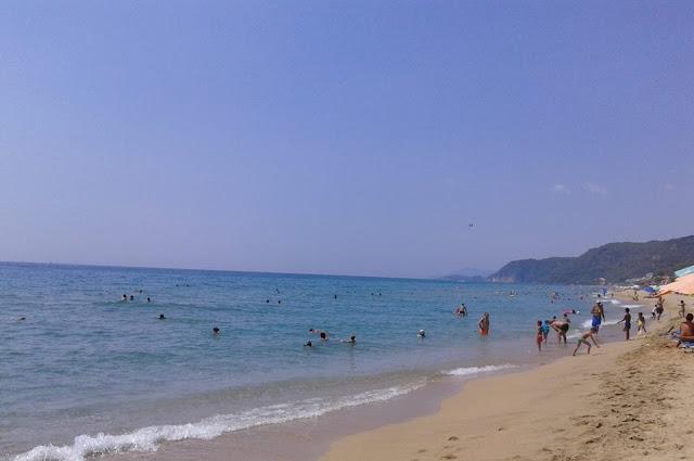 """Πρέβεζα: Οι επισκέπτες """"κατέκλυσαν"""" τις παραλίες την Πρωτομαγιά- Πληρότητες καταγράφουν τα ξενοδοχεία για το τριήμερο του Αγίου Πνεύματος"""