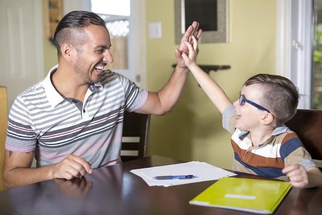 «Si tus hijos dicen estas diez frases los estás educando bien», asegura este profesor