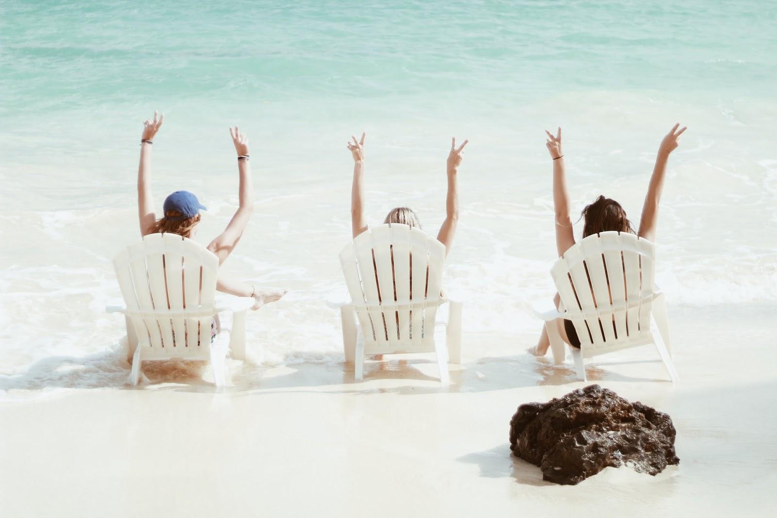 beach babes in hawaii