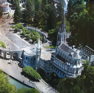Vista aérea do santuário de Lourdes