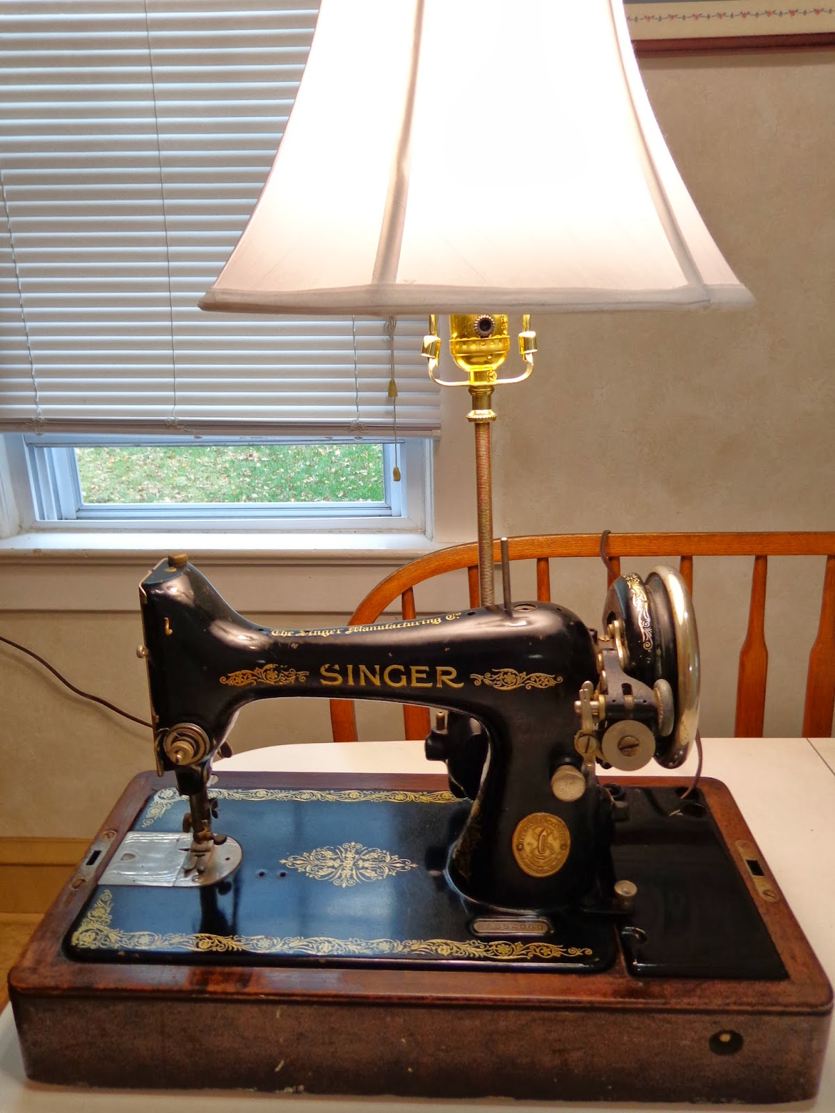 Simply Devine: A Vintage Singer Sewing Machine Gets a New Life