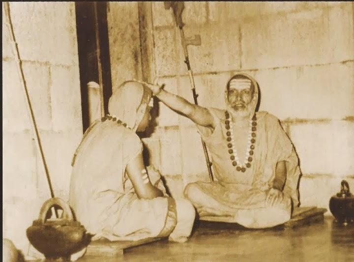 vidya theertha swami, guru, adi shankaracharya bhashyam, bharathi theertha, shankaracharya.