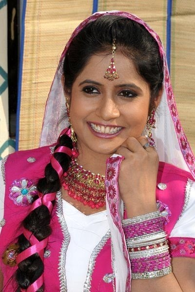 Miss Pooja New Wallpaper 2012 - Bollywood Actress Hd -3123