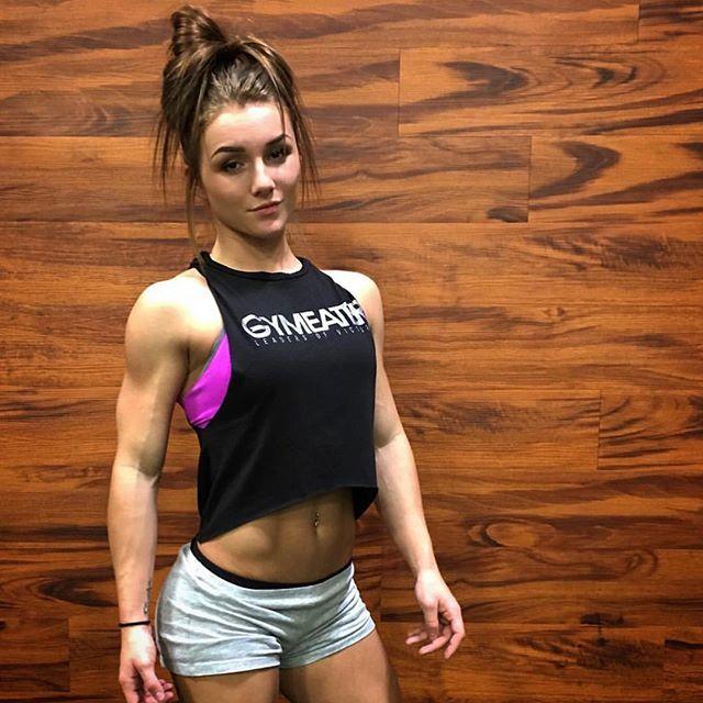 Female fitness model Kryss DeSandre