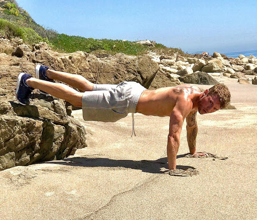 "Shirtless Ryan Phillippe gives good shirtless ""dad bod"" at 42 years old"